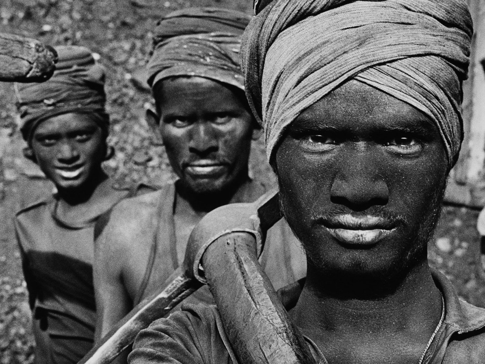 Sebastiao Salgado - Indian Coal Miners